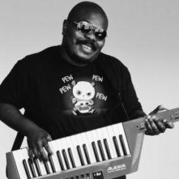 Man playin a keytar